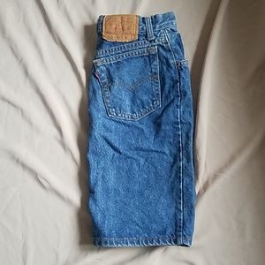 vintage Levi's skirt fits more like a size 2